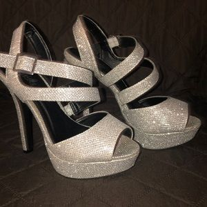 Glitter high heels that are really cute!